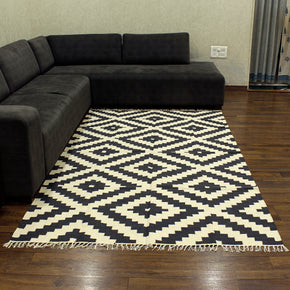 Craftter 4X6 Feet Handmade Geometric Design Black and White Color Cotton Area Rugs Cotton Dari Carpet