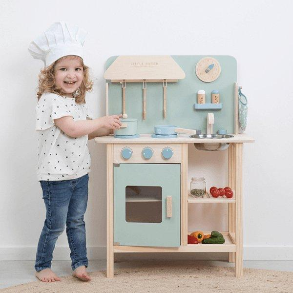 Little Dutch, Wooden Kitchen