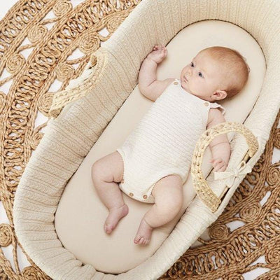 The Little Green Sheep, Natural Knitted Moses Basket & Mattress - Bygge Bo