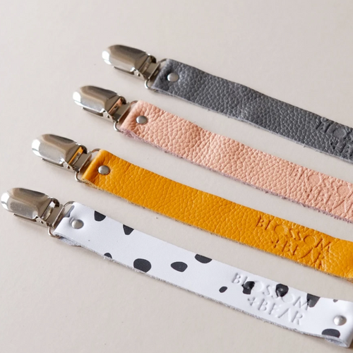 Blossom & Bear, Leather Pacifier Clip - Bygge Bo