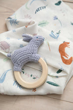 Load image into Gallery viewer, Sebra, Crochet rattle, Bluebell the bunny on ring, dreamy - Bygge Bo