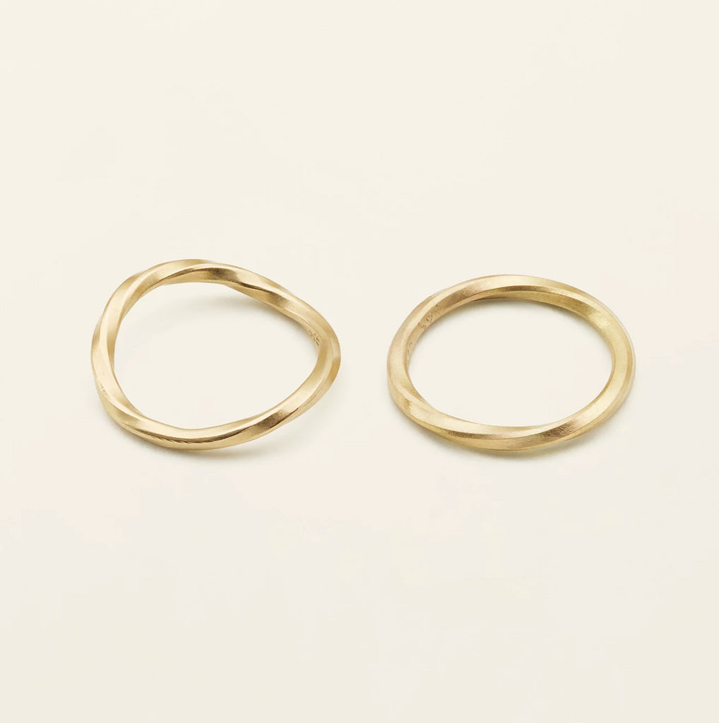 THIN FLOW RING - 18 karat guld