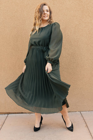 Simple And Pleated Dress in Eden