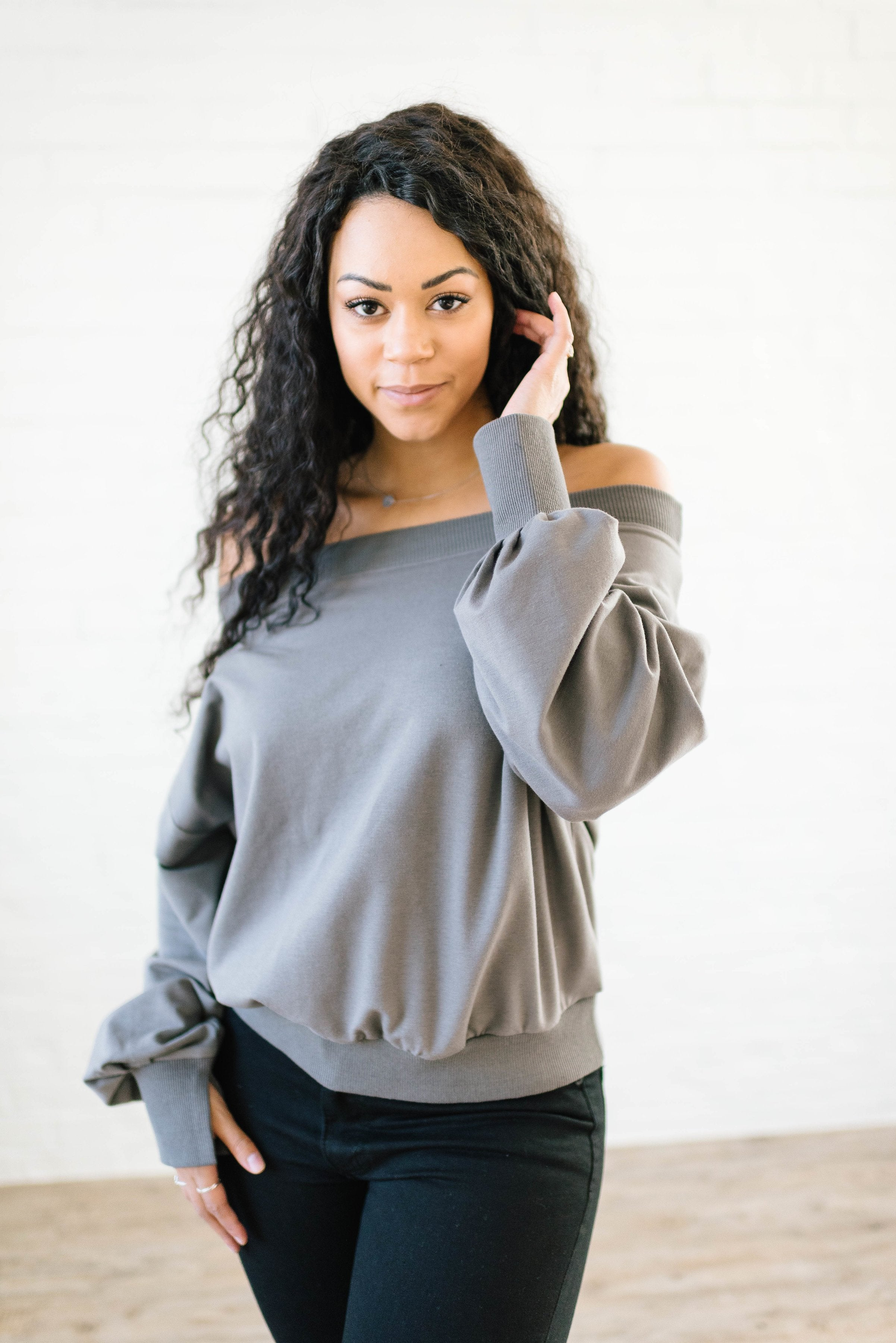 Shandra Shoulders in Gray