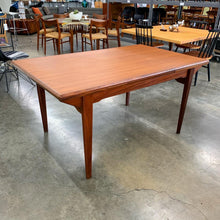 Load image into Gallery viewer, Expanding Danish Teak Dining Table