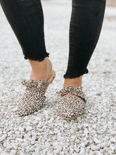 Load image into Gallery viewer, Leopard Bow Flats