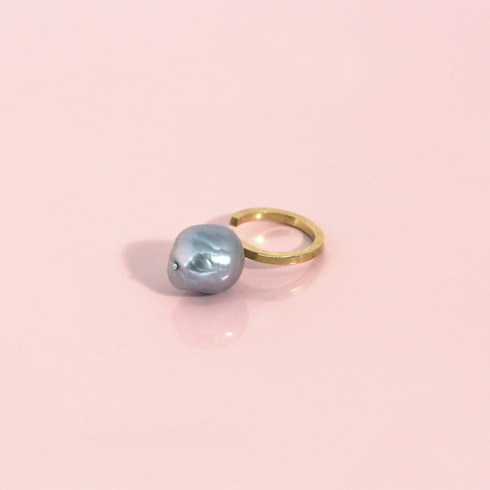 Reema ring - goldplated silver - grey pearl