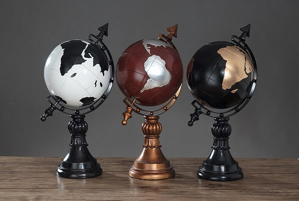World Globe Figurines - fourline design