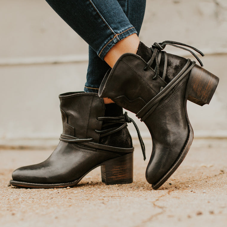 Women Vintage PU Lace-up Med Heel Boots