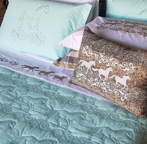 Coverlet Set Horse