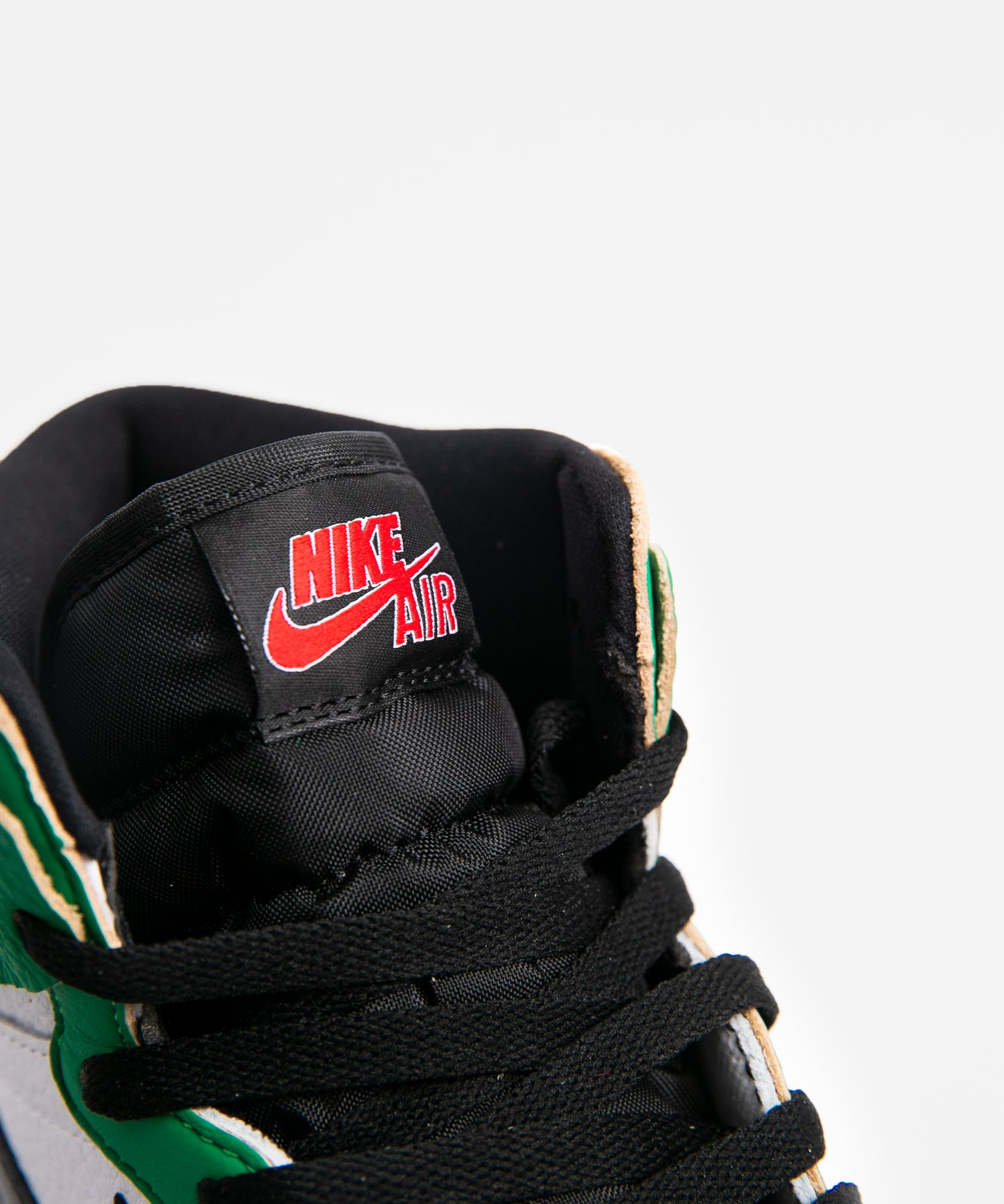 WMNS Air Jordan 1 High OG (Lucky Green/Black-White-Sail)