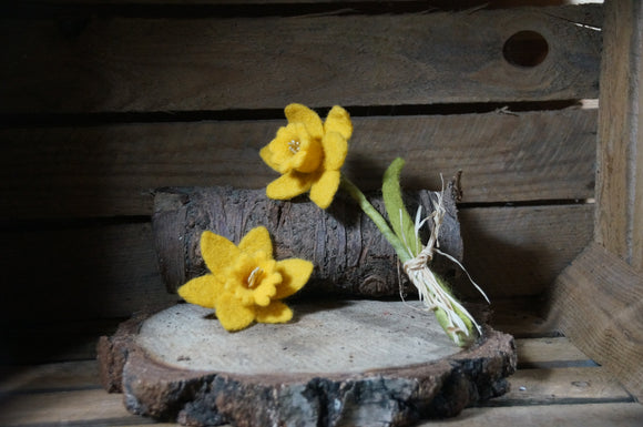Needle felted daffodil felting head brooch