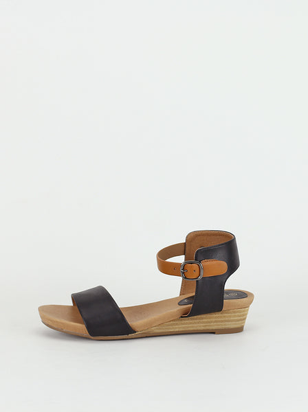 Able - Ladies comfort sandal in black by Step on Air