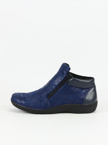 Valore - Navy leather ankle boot by Step on Air