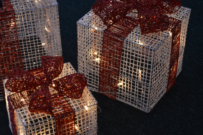 Set of 3 Glitter Mesh Parcels with Battery Operated LEDs and 6 Hour Timer