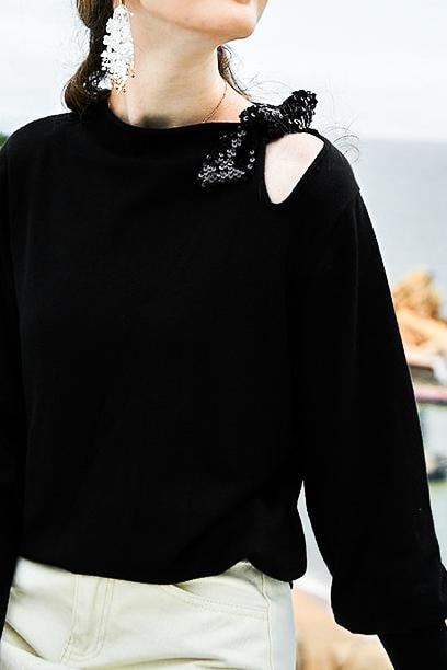 Sequin Bow Knit Sweater - Black / L - Tops