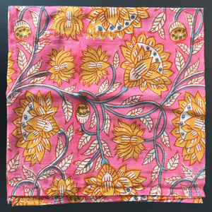 Serviette de table à motif rose et jaune