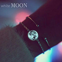 Load image into Gallery viewer, White Moon Necklace