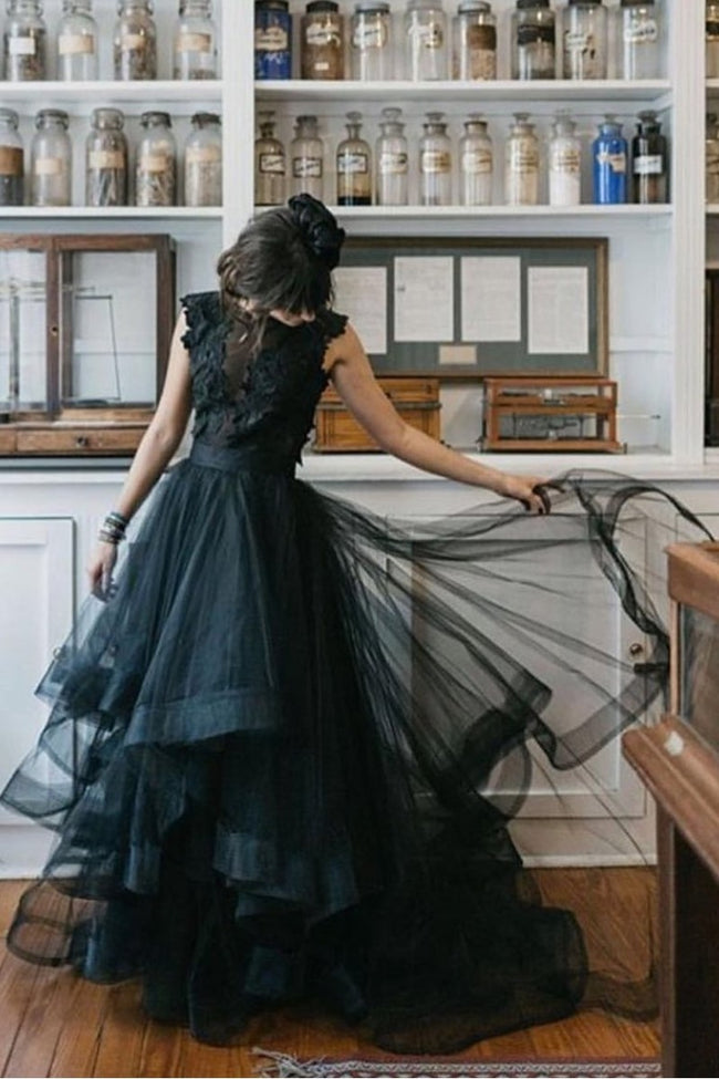 2021-black-wedding-dresses-with-horsehair-skirt-1