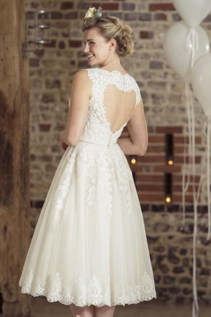 '60s-inspired-vintage-sleeveless-lace-short-wedding-dresses-1