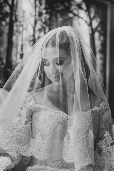 appliqued-lace-trim-long-wedding-veil-with-blusher-3