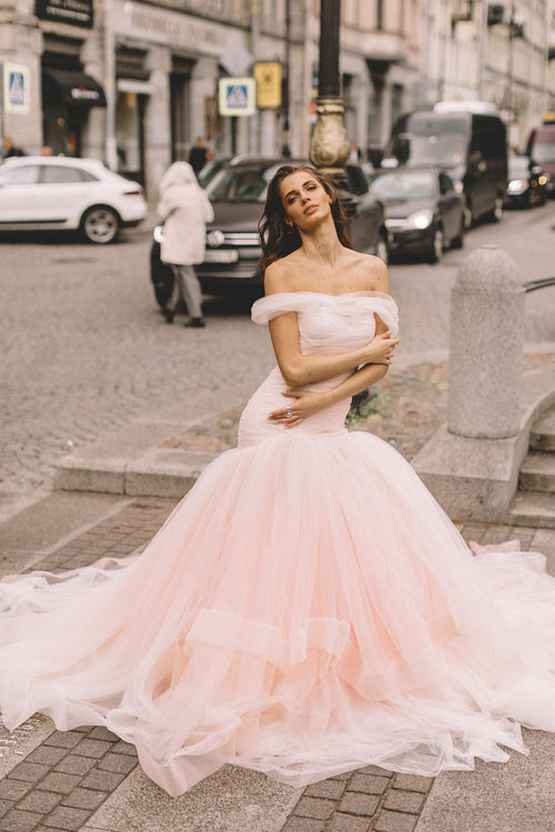 blush-pink-tulle-wedding-gown-fit&flare-horsehair-skirt