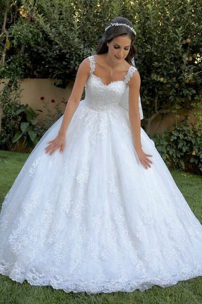 british-style-white-wedding-gown-with-lace-appliqued-train