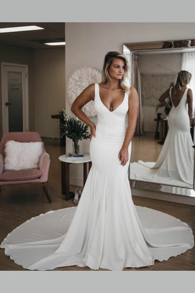 chic-v-neckline-mermaid-wedding-dress-with-long-train