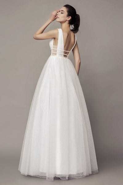 chic-v-neckline-wedding-gown-with-dotted-tulle-skirt-1