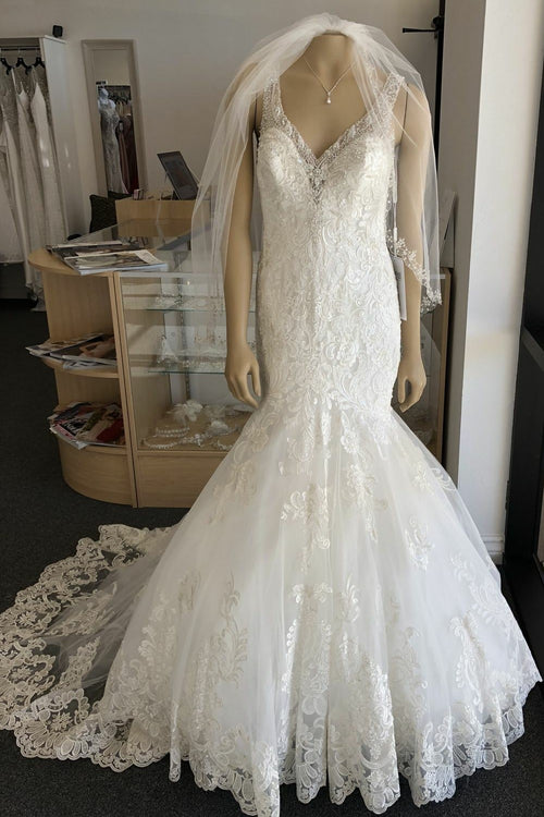 classic-lace-ivory-mermaid-wedding-dress-beaded-v-neckline
