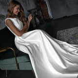 clean-satin-sleeveless-bridal-dresses-with-pockets-2