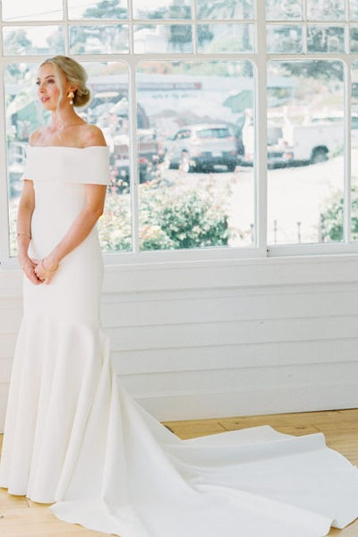 elegant-mermaid-wedding-dress-with-wrapped-off-the-shoulder
