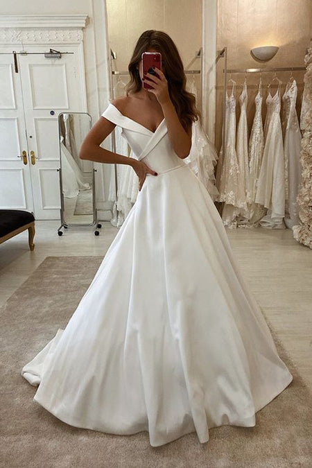 Pure White Lace Tulle Bridal Gown with Deep V-neckline