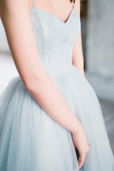 gray-blue-chantilly-lace-wedding-dresses-tulle-skirt-3