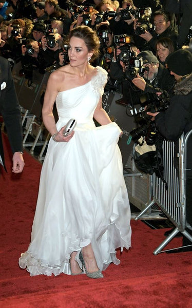 kate-middleton-chiffon-evening-dress-with-single-shoulder-design-2