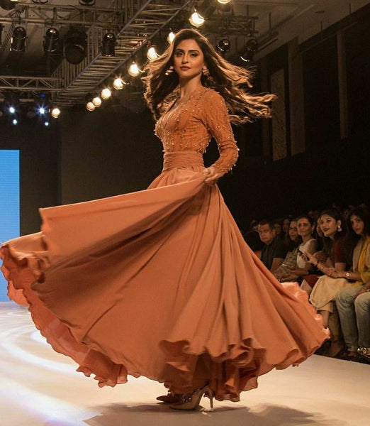 krystle-dsouza-long-sleeves-prom-dress-bombay-times-fashion-week-2018-4