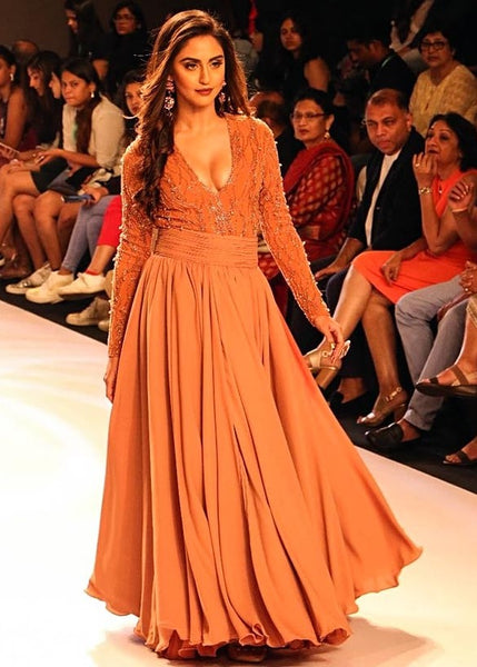 krystle-dsouza-long-sleeves-prom-dress-bombay-times-fashion-week-2018