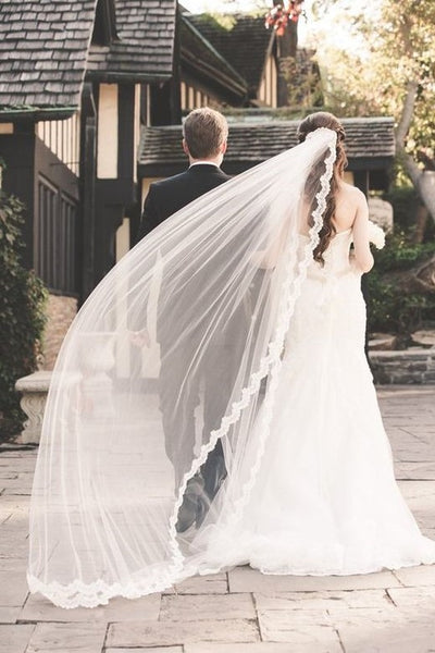 lace-trim-long-ivory-tulle-wedding-veils