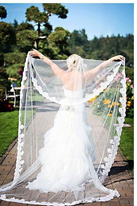 Gorgeous Appliques Lace One Tier Bridal Veil Online