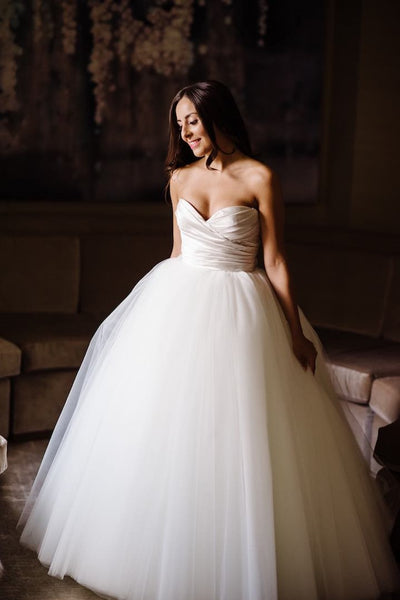 pleated-sweetheart-ball-gown-wedding-dress-tulle-skirt