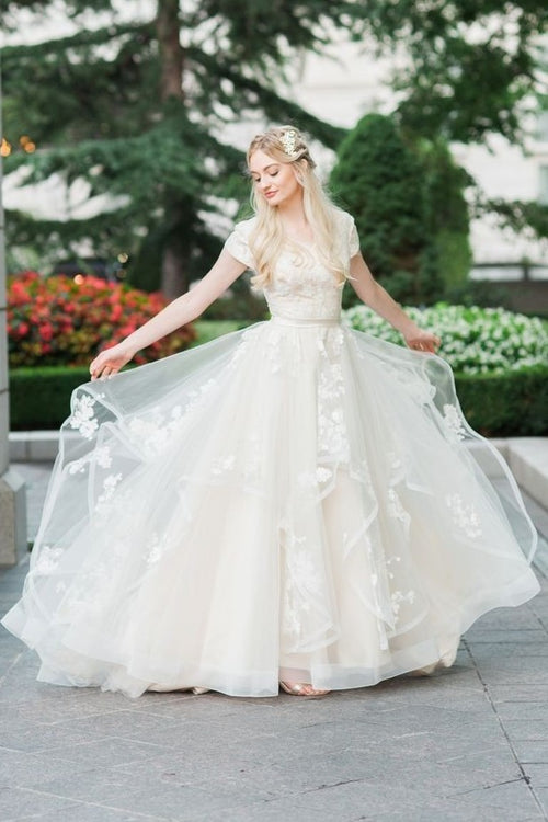princess-ivory-wedding-dress-lace-horsehair-tulle-skirt