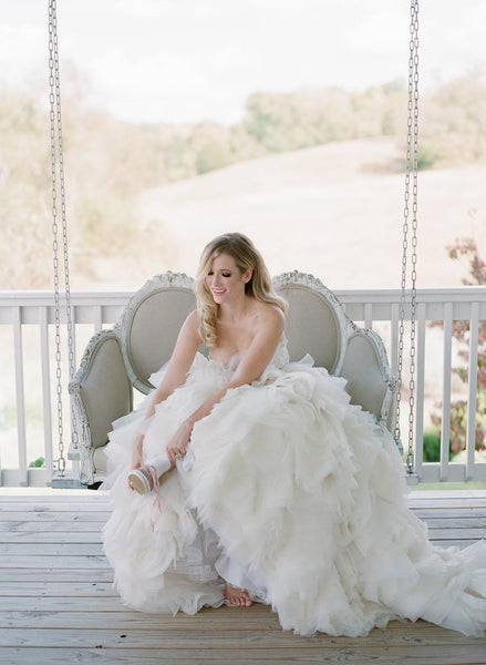 ruffles-organza-skirt-wedding-dress-ball-gown-with-lace-sweetheart-bodice-1