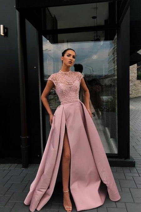 Deep V-neckline Tulle Prom Dress Tiered Skirt Long Party Gowns