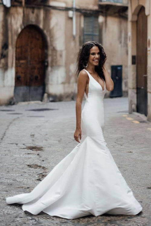 sleek-satin-mermaid-wedding-dresses-with-v-neckline