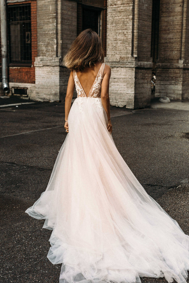 975d5385141 tulle-beach-wedding-dresses-with-see-through-lace-