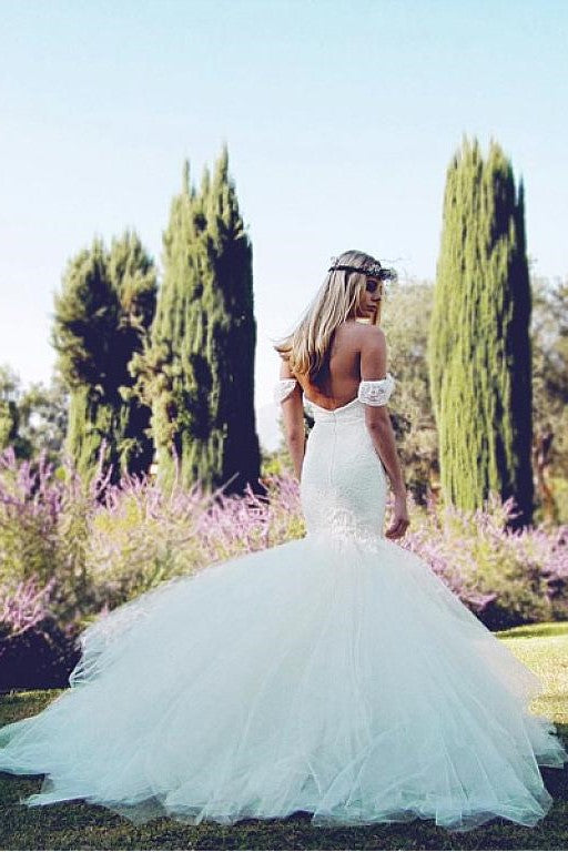 tulle-skirt-mermaid-style-wedding-dress-with-lace-off-the-shoulder-bodice-1