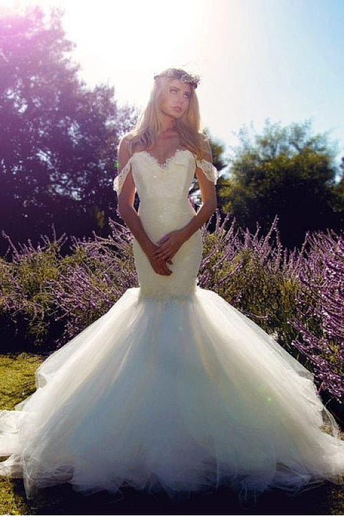 tulle-skirt-mermaid-style-wedding-dress-with-lace-off-the-shoulder-bodice