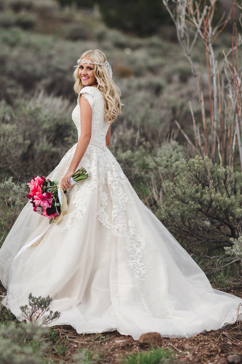 v-neck-lace-modest-wedding-dresses-with-short-sleeves