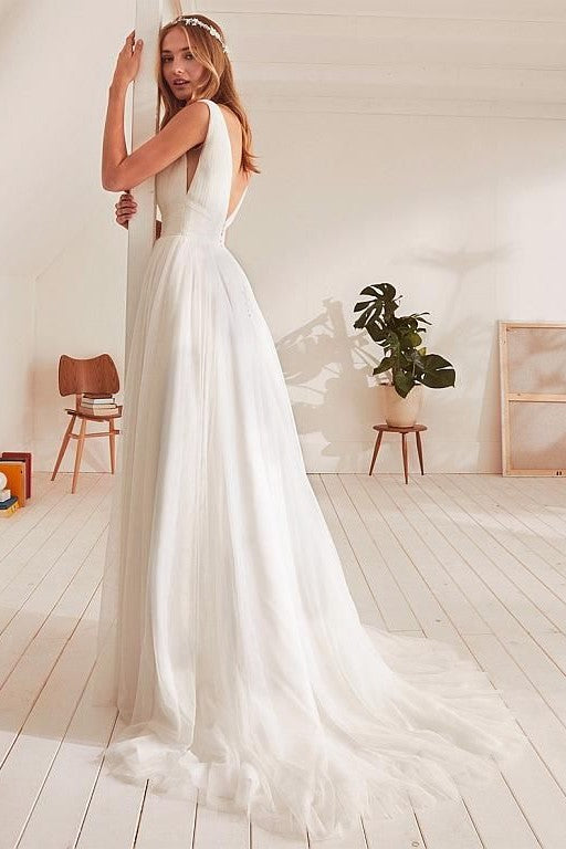 v-neckline-boho-wedding-dress-beach-simple-ivory-tulle-skirt-1
