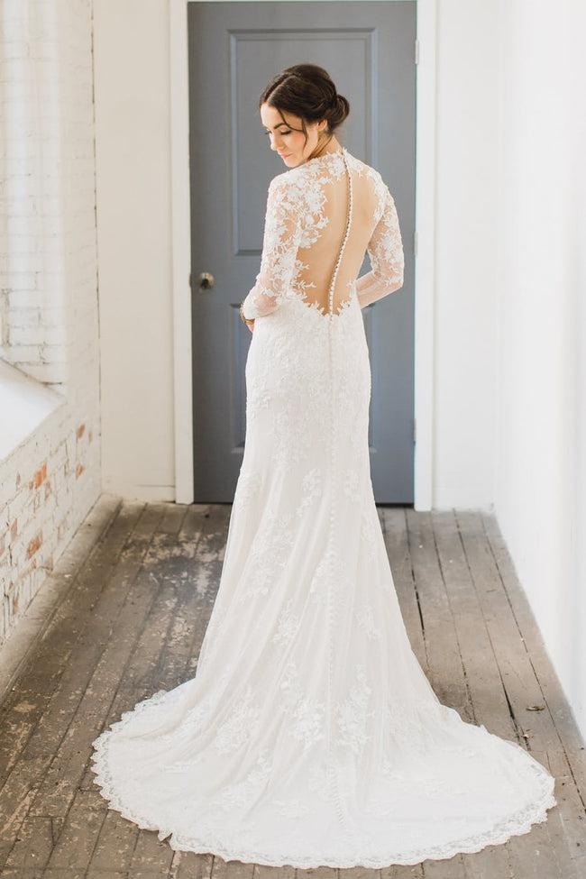 v-neckline-lace-vintage-wedding-dress-long-sleeves-bridal-gowns-2018-1